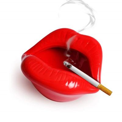 """Пепельница """"Губы"""" 12.5*10*6.5см"""